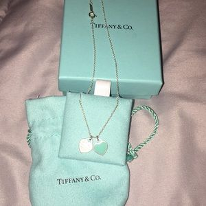 Gorgeous Tiffany & co double heart necklace